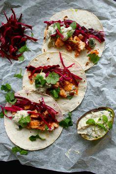 Maustemittakaava: Kalatacot pikkelöidyllä punakaalilla ja sumakki-avokadosalsalla: KitchenTime reseptikilpailu