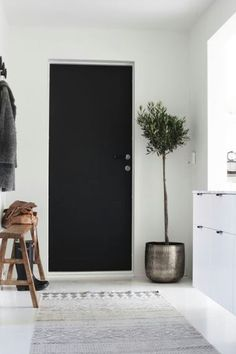 Check out this selection of Scandinavian Home Design Ideas. We know that summer days are not over and that fall is a reality you don't want to start living yet. Decor, Black Doors, Home Decor Inspiration, House Design, Home, Scandinavian Home, House Interior, Interior Design, Home And Living