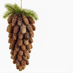 Szyszki i te duże i te małe na Stylowi.It's a pine cone made from pinecones.Rudy Lok: Cohow to makene .Minis shaped into 1 large pine coneBeautiful Pinecone decoration for the holidays that can be left up for the entire Winter. Pine Cone Art, Pine Cone Crafts, Christmas Projects, Pine Cones, Holiday Crafts, Easy Christmas Decorations, Pine Cone Decorations, Christmas Wreaths, Christmas Ornaments