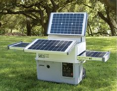 Best Solar Generators for Homes, RV's, Camping and Survival. Solar Generator and Solar Generator Kit buying Guide. Top Solar Generators like Goal Zero, Anker Powerhouse, Inergy Kodiak at the best prices. Solar Energy Panels, Solar Panels For Home, Best Solar Panels, Diy Solar, Solaire Diy, Alternative Energie, Solar Roof Tiles, O Gas, Solar Projects