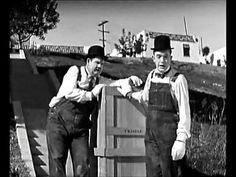 Laurel and Hardy 'the music box' (1/2)
