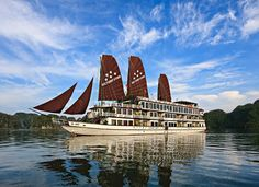 Explore the natural beauty of #HalongTours in your next trip. Choose your vacation @ http://www.welcomevietnamtours.vn/tours/du-thuyen/halong-cruises/223.html