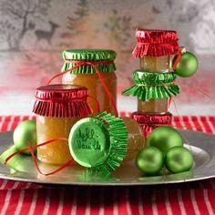 """Was zwei Vanilleschoten mit einer simplen Apfelkonfitüre anstellen können, ist einfach sensationell. Das perfekte Geschenk für die große Schwester - weil sie grade auf dem Low-Fat-Trip ist und Äpfel ja soooo gesund sind. Zum Rezept: Apfel-Vanille-Konfitüre"""""""