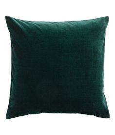 Tummanvihreä. Tyynynpäällinen puuvillasamettia. Piilovetoketju.