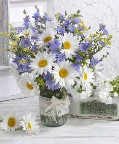 Handmade Christmas presents 2019 Ikebana, Fresh Flowers, Spring Flowers, Beautiful Flowers, Flowers Gif, Decoration Plante, Vase Arrangements, Beautiful Flower Arrangements, Gerbera