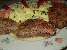 Játra nařežeme na menší kousky, šunku+anglickou slaninu+cibuli+tvarůžky nařežeme nadrobno a dáme k játrům, nastrouháme nivu, posypeme solamylem,... Slovakian Food, Ham, Steak, Recipes, Sewing, Life, Cooking, Essen, Couture