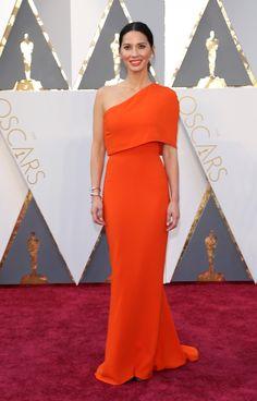 Voyez les plus beaux looks des stars aux Oscars 2016. Pour les plus belles robes des tapis rouge, visitez notre section célébrités au louloumagazine.com