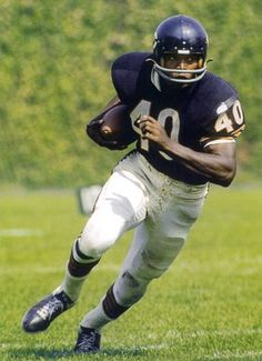 The Extraordinary Gale Sayers: NFL Legend But Football, Nfl Football Players, Football Photos, Football Memes, Football Cards, School Football, Sports Photos, Browns Football, Football Field