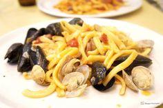 Co zjeść w Neapolu - kuchnia włoska - makaron z owocami morza