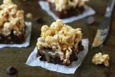 Brownie fundente con palomitas pegajosas - Recetízate