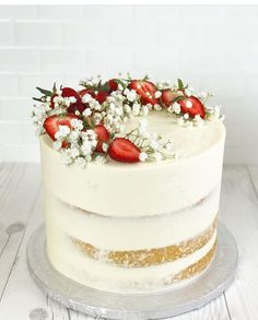 Pretty Cakes, Cute Cakes, Beautiful Cakes, Amazing Cakes, Strawberry Wedding Cakes, Strawberry Cream Cakes, Strawberry Shortcake, Strawberry Cake Decorations, Birthday Cake Decorating