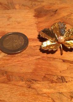 Kaufe meinen Artikel bei #Kleiderkreisel http://www.kleiderkreisel.de/accessoires/broschen/125573006-goldene-vintage-brosche-blatt-mit-perle