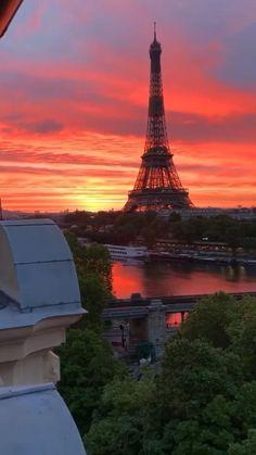 City Aesthetic, Travel Aesthetic, Tour Eiffel, Paris Wallpaper, France Wallpaper, Paris France Travel, Paris At Night, Paris Pictures, Beautiful Places To Travel