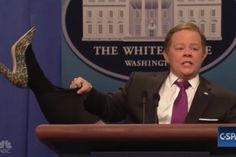Melissa McCarthy returns to 'Saturday Night Live' as White House Press Secretary Sean Spicer