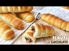FLAUTI SOFFICI AL CIOCCOLATO - RICETTA FACILE | Fatto in casa da Benedetta Cake Recipes, Dessert Recipes, Desserts, Nutella, Good Food, Yummy Food, Delicious Meals, Biscotti, Hot Dog Buns