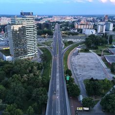 Very interesting road junction in Bratislava Slovakia. It's different when you see it from a bird perspective.  _____ #road #junction #bird #perspective #bratislava #Slovakia #city #europe #slovakia #slovensko #evening #ufo #traffic #green