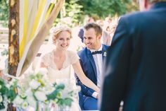 DIY Hochzeit mit freier Trauung im Wasserschlössl bei Altötting in Bayern. Elfenkleid Brautmode <3