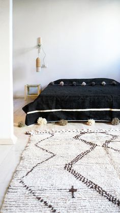 Beautiful Moroccan Blanket cotton, with wool pompoms on two sides. Handmade in Marrakech. Is the perfect for bed cover or sofa.