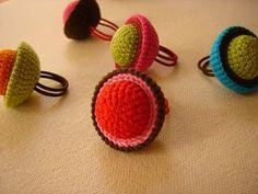 crochet rings for Seyda Crochet Rings, Love Crochet, Bead Crochet, Crochet Crafts, Yarn Crafts, Crochet Projects, Modern Crochet, Textile Jewelry, Fabric Jewelry