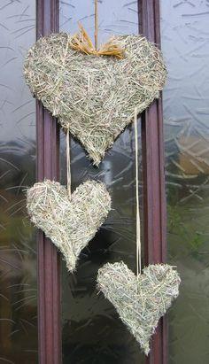 Ein Blog über Garten und Pflanzen, Keramik und Töpferarbeiten Wooden Hearts, Nature Crafts, Fall Diy, Love Valentines, Love Is Sweet, Dried Flowers, Plant Hanger, Christmas Time, Diy And Crafts