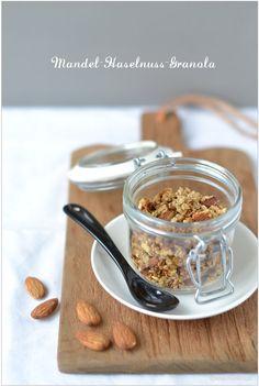 Granola, die Zweite: Knuspermüsli mit Mandeln, Haselnüssen und getrockneten Aprikosen