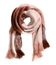 Scarf in soft woven fabric with fringe at ends. Size 23 1/2 x 78 3/4 in.