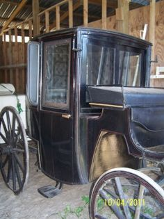 Horse Carriage Wagon Wheels, Old Wagons, Horse And Buggy, Horse Carriage, Horse Drawn, Ways To Travel, Vintage Models, Saddles, Horses