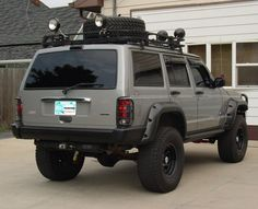 """2000 Jeep Cherokee  w/o molding however it has all the """"trimmings"""""""