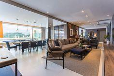 Decoração, decoração de apartamento, apartamento, ambiente integrado, sala de jantar, sala de estar, sala, cadeira estofada, poltrona, sofá, mesa de centro.