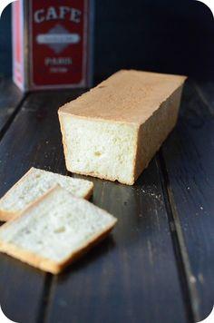 Hello, hello !! Un pain de mie comme chez le boulanger mais made in Home !!! Oui, c'est possible ! D'abord choisir une bonne recette (comme ci-dessous) puis THE moule à pain de mie avec couvercle :) Bien sur on peut très bien préparer un pain de mie dans...