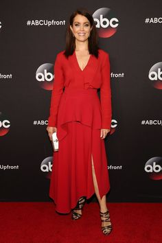 Pin for Later: The Scandal Cast Just Delivered Major Style — on a Tuesday Night Bellamy Young The first lady of Scandal was red hot in a fiery long-sleeved dress, strappy sandals, and a pearlescent clutch.