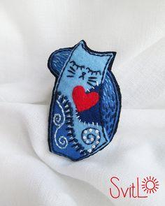 Felice gatto feltro rosso Brooch.Blue Cat di SvitLoShop su Etsy