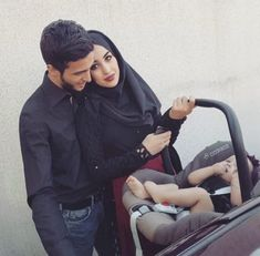 Cute Family, Family Goals, Couple Goals, Muslim Couple Photography, Boy Photography Poses, Couple With Baby, Best Couple, Cute Love Images, Cute Couple Pictures