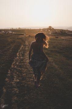 running to the sea - Model:Oana running to the sea © Nagy Hunor