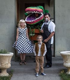 148 Times Families Absolutely Nailed Their Halloween Costumes, Homemade Halloween Costumes, Halloween Costume Contest, Costume Ideas, Diy Costumes, Family Halloween Costumes, Halloween Kostüm, Halloween Couples, Group Costumes, Little Shop Of Horrors Costume