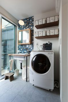 BMXと暮らす家 | ソラマド写真集 Bathroom Toilets, Laundry In Bathroom, Interior Exterior, Interior Design, Simple House, House Rooms, Washer And Dryer, Washing Machine, House Plans