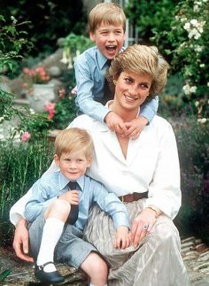 Princess Diana, Prince William, and Prince Harry.Diana left us with many wonderful moments in Time. Lady Diana Spencer, Princess Diana Family, Princess Of Wales, Princess Diana Car Crash, Princess Charlotte, Princess Diana Wedding, Baby Princess, Princesa Diana, Kate Middleton