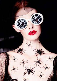 Quirky Arachnid Fashion : Kiss of a Spider Woman