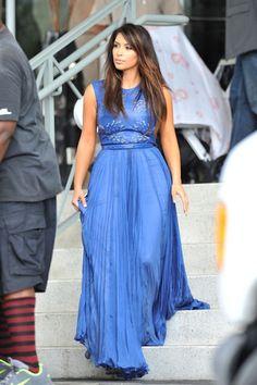 Vestido festa longo e azul, Kim Kardashian
