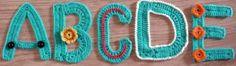 ABCDE letters haken en ga ook eens op haar site kijken....erg leuke dingen en een makkelijke uitleg...  ABCDE letters hooks and go and have a look at her site .... very nice things and a simple explanation ...