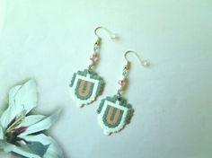 515 Boucles d'oreilles - Blanc, gris, rose - Perles Hama et perles de rocaille