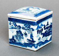 CUBIC COVERED VESSEL Blue-white porcelain. China, Qing Dynasty, 1st half 19th cent.