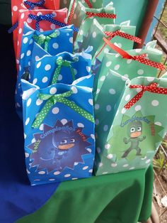 Themed birthday party for heroes in pajamas - Celebrat : Home of Celebration, Events to Celebrate, Wishes, Gifts ideas and more ! Leo Birthday, Birthday Themes For Boys, Fourth Birthday, Birthday Party Themes, Happy Birthday, Pjmask Party, Festa Pj Masks, Costume Birthday Parties, Party Favor Bags