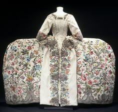 Embroidered silk mantua, 1740-1745 (rear view). Via @V_and_A