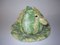 Vintage Majolica soup tureen in the shape of a cauliflower Some Like It Hot, Stone Fruit, Fruit And Veg, Winter Recipes, Winter Food, Green Leaves, Cauliflower, Hate, Porcelain