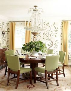 In the dining room of a Los Angeles house, designer Peter Dunham hung hand-painted wallpaper copied from a paper given to legendary designer Nancy Lancaster by the king of Sweden. Dining Room Walls, Dining Room Design, Dining Decor, Wooden Dining Tables, Table And Chairs, Round Dining, Hand Painted Wallpaper, American Houses, Beautiful Homes