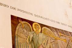 St. Nikolai, Flensburg    und dasselbige plötzlich, in einem Augenblick, zu der Zeit der letzten Posaune. Denn es wird die Posaune schallen und die Toten werden auferstehen unverweslich, und wir werden verwandelt werden.