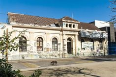 Liceo Cervantes , calle Agustinas , en toma .