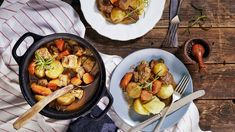 Lihapata hautuu kypsäksi uunissa kuin itsestään. Potkua karjalanpaistilihoihin saat intialaisia mausteita sisältävästä vindaloo currytahnasta. Noin 1,55€/annos. Korma, Paella, Healthy Recipes, Healthy Food, Eat, Cooking, Ethnic Recipes, Vindaloo, Zucchini Gratin