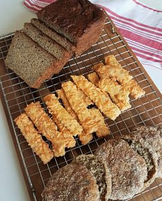 Gluteenittomat juustotangot 200 Calories, Cereal, Breakfast, Ethnic Recipes, Food, Morning Coffee, Eten, Meals, Corn Flakes